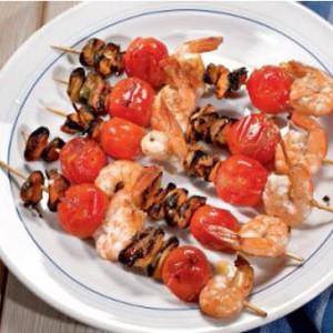 Шашлычки из морепродуктов и черри